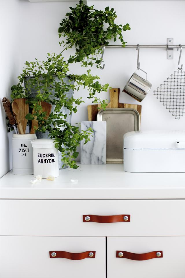 diy-styling-interior-leather-strap-drawer