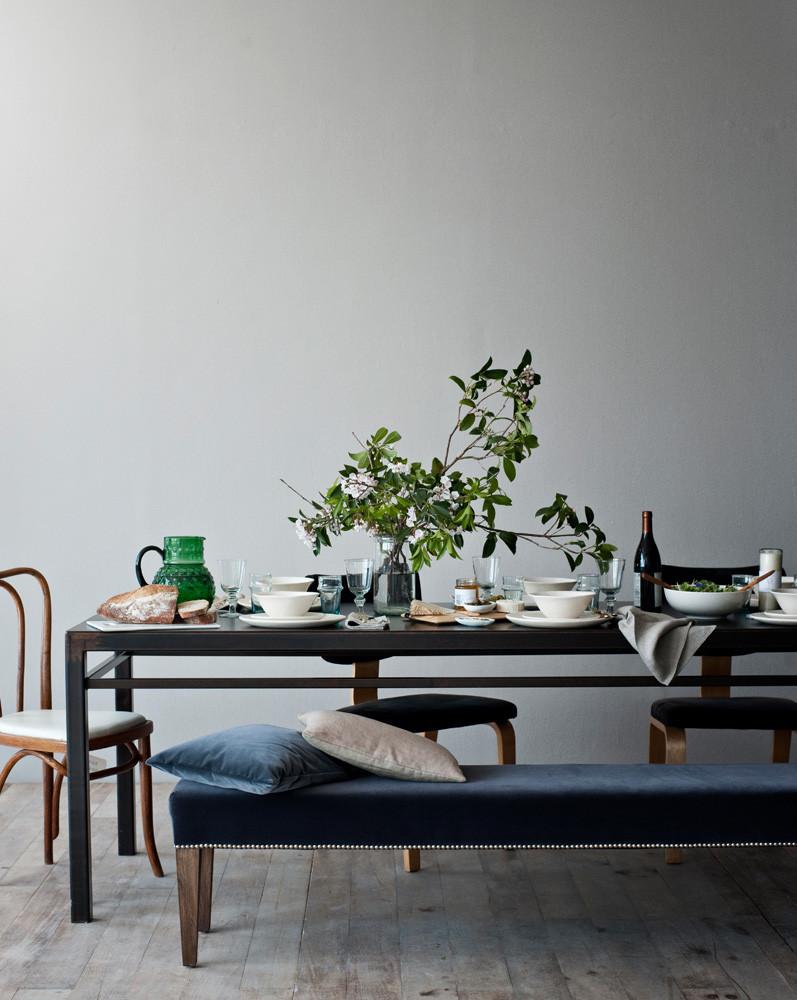 velvet_styling_interior_table