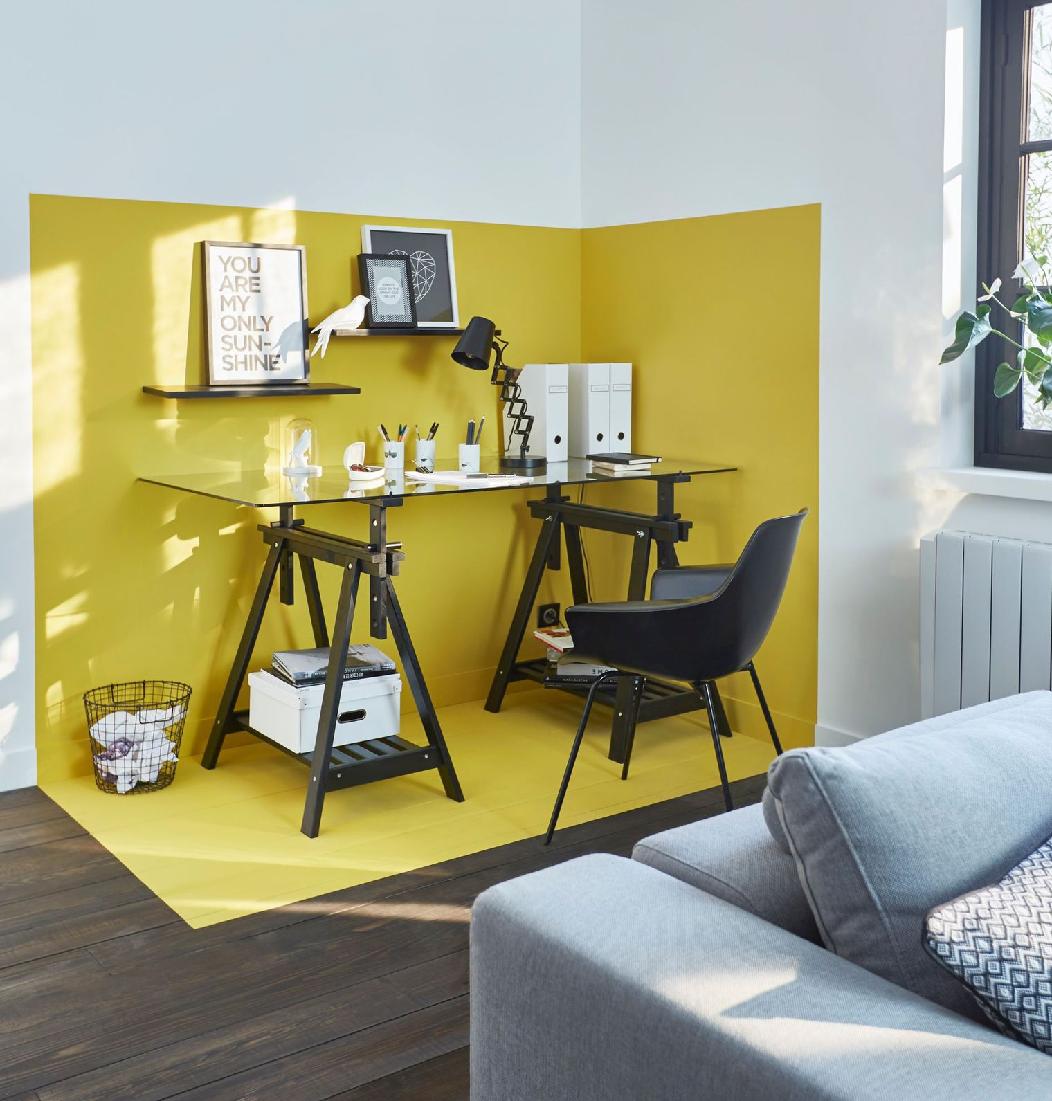 styling_hygge_interior_paint_yellow_workspace